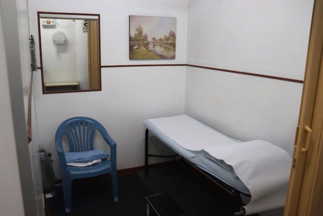 Interior de los gabinetes de terapia física